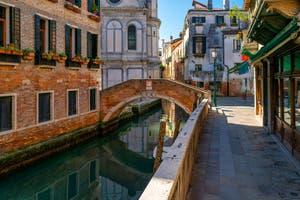 Coronavirus Covid-19 à Venise : Le Rio dei Miracoli et le pont de Santa Maria Nova dans le Sestier du Cannaregio