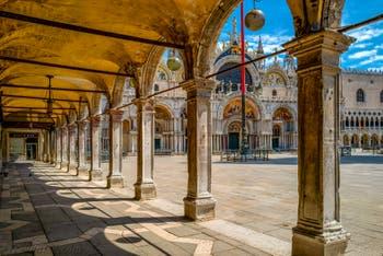 Le Procurarie, la Basilica e la Piazza San Marco durante il lockdown a Venezia per il Coronavirus Covid-19