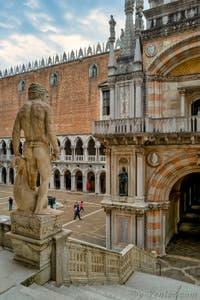 L'escalier des Géants et la cour du Palais des Doges de Venise.