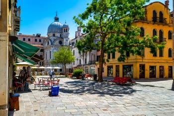 Le Campo Santa Maria Nova et l'église dei Miracoli, dans le Sestier du Cannaregio à Venise