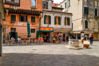 Le Campiello Bruno Crovato San Canzian, dans le Sestier du Cannaregio à Venise