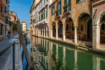 La Fondamenta et le Rio de San Felice ainsi que le Sotoportegho del Tagiapiera, dans le Sestier du Cannaregio à Venise