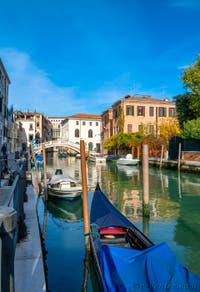 Gondole sur le Rio San Lorenzo dans le Sestier du Castello à Venise.