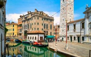 La Fondamenta et le Campanile de Santa Maria Formosa, le long du Rio del Mondo Novo, dans le Sestier du Castello à Venise