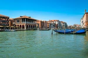 Le Traghetto de Santa Sofia pour aller au marché du Rialto à Venise.