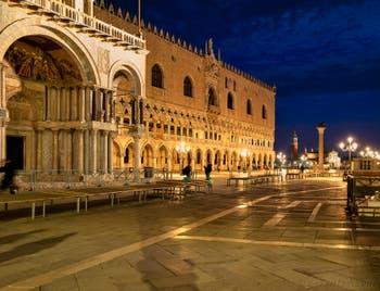 Les soirs de Venise en novembre, la basilique Saint-Marc et le Palais des Doges.