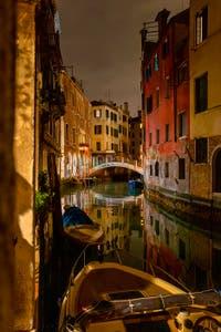 Les nuits de Venise, le Rio et le pont dei Santi Apostoli dans le Cannaregio.