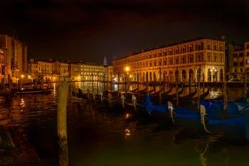 Les Nuits de Venise, Gondoles sur le Grand Canal devant les Fabbriche Nove.