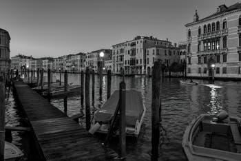 Le Grand Canal de Venise avec à droite le Palais Fontana.