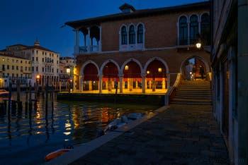 La Pescheria, le marché aux poissons du Rialto à Venise.