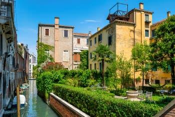Le jardin privé de l'appartement Ca' Fortuny en location dans le Sestier de Saint-Marc à Venise