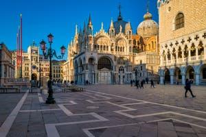 Dentelles de Pierre : la Tour de l'Horloge, la Basilique Saint-Marc et le Palais des Doges à Venise.