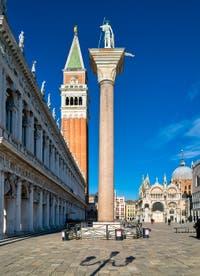 La Piazzetta, le Campanile et la Basilique Saint-Marc à Venise.