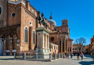 Le Campo Santi Giovanni e Paolo et la statue du Colleoni, dans le Castello à Venise.