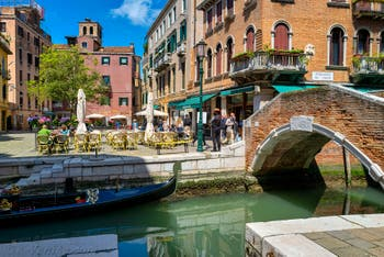 Le Campo et le pont Santa Maria Nova dans le Cannaregio à Venise.