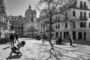 Le Campo Santa Maria Nova et l'église dei Miracoli dans le Sestier du Cannaregio à Venise.
