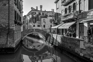 Le pont Santa Maria Nova sur le Rio dei Miracoli dans le Cannaregio à Venise.