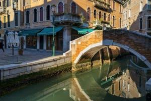 Le Rio dei Miracoli et le pont de Santa Maria Nova dans le Cannaregio à Venise.