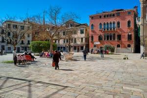 Le Campo Bandiera e Moro o de la Bragora dans le Castello à Venise.