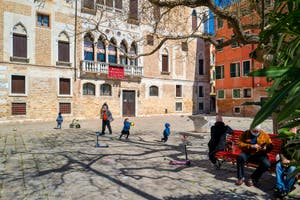 La vie des Vénitiens sur le Campo Bandiera e Moro Bragora dans le Castello à Venise.