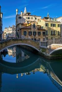 Les Miroirs de Venise : Le Rio del Mondo Novo et le Campiello Querini Stampalia dans le Castello à Venise.