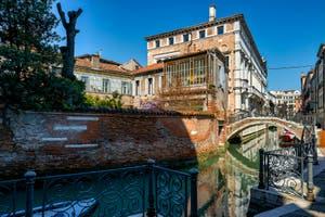 Le Rio et le pont de San Severo dans le Castello à Venise.
