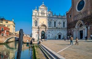 La Scuola Grande San Marco et le Campo dei Santi Giovanni e Paolo dans le Castello à Venise.