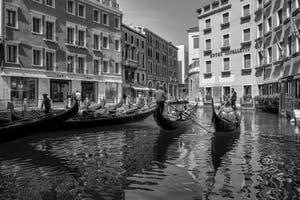 Les Gondoles du Bassin de l'Orseolo à Saint-Marc à Venise.