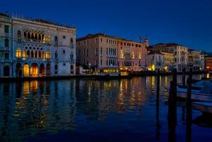 Le Grand Canal de Venise et le palais de la Ca' d'Oro.
