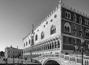 Le Palais des Doges et le pont de la Paglia (de la Paille) à Venise.