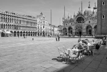 La Basilique et la place Saint-Marc à Venise.