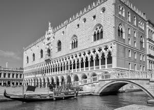 Le Palais des Doges et le pont de la Paglia à Saint-Marc à Venise.
