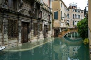 Acqua Alta de Novembre 2019 à Venise, Fondamenta et pont Widmann dans le Cannaregio à Venise.