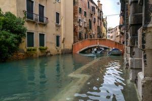 Acqua Alta de Novembre 2019 à Venise, Rio Widmann et pont Pasqualigo dans le Cannaregio à Venise.