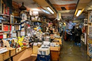 Acqua Alta de Novembre 2019 à Venise, la librairie Acqua Alta, Corte del Tintor dans le Castello.