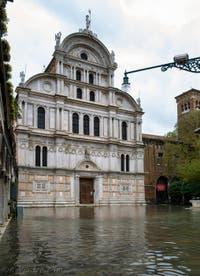 Acqua Alta de Novembre 2019 à Venise, le Campo et l'église San Zaccaria dans le Castello à Venise.