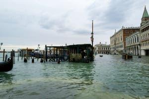 Acqua Alta de Novembre 2019 à Venise, la Riva degli Schiavoni et le Palais des Doges dans le Sestier de Saint-Marc à Venise.