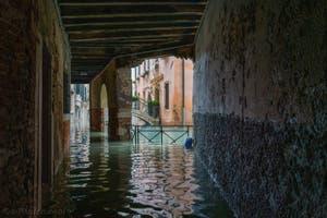Acqua Alta de Novembre 2019 à Venise, le Sotoportego de la Stua dans le Castello à Venise.