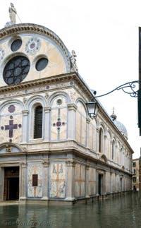 Acqua Alta de Novembre 2019 à Venise, l'église Santa Maria dei Miracoli dans le Cannaregio à Venise.