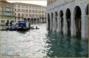 L'acqua alta record du 1er décembre 2008 à l'Erbaria à Venise.