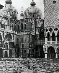 Acqua Alta exceptionnelle du 4 novembre 1966 place Saint-Marc à Venise