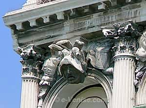 Sculpture et chapiteaux Palazzo Flangini à Venise