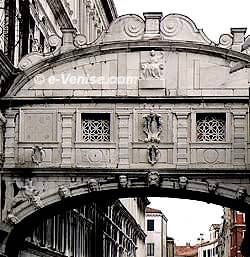 Le Pont des Soupirs à Venise, le Ponte dei Sospiri : un Sarcophage