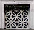 Les Fenêtres du Pont du Pont des Soupirs à Venise