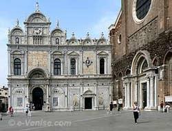 Scuola San Marco avec à droite l'église SS e Paolo à Venise