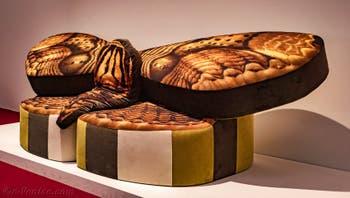 Anthea Hamilton, Mama Moth Sofa A, à la Biennale d'Art de Venise