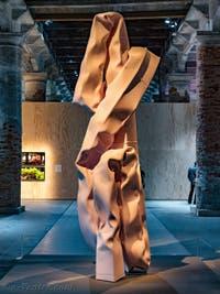 Carol Bove, Bather, à la Biennale d'Art de Venise