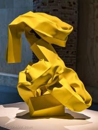 Carol Bove, Nike III, à la Biennale d'Art de Venise