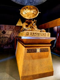 La pyramide et le Sphinx Khnum Parabole au Pavillon égyptien de la Biennale d'Art de Venise 2019