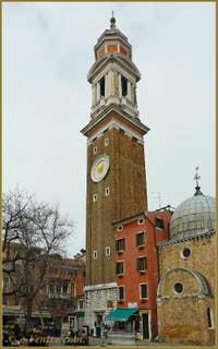Le Campanile dei Santi Apostoli, dans le Cannaregio à Venise.